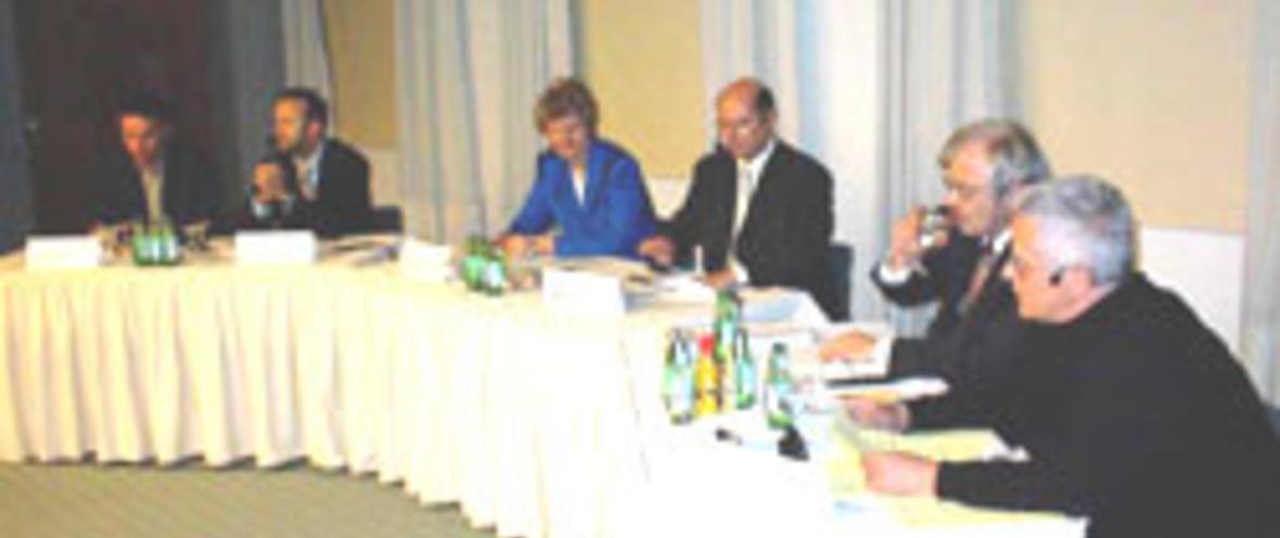 Felix Frohn-Bernau, European Net Economy Forum (e-nef); Stephan Balzer, Red Onion Venture Consult; Dr. Gisela Meister-Scheufelen, Staatssekretärin für Wirtschaft; Dr. Wolfgang Fürniß, Wirtschaftsminister Brandenburg; Heinrich Kreutzer, Vorstand Techni