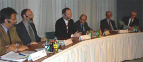 Heinz-Peter Labonte, FRK; Michael Albrecht, VPRT; Dietmar Schickel, TeleColumbus; Gregor Gysi, Wirtschaftssentor; Dr. Hans Hege, Medienanstalt Berlin-Brandenburg; Moderator: Alfred Eichhorn, inforadio (v.l.)
