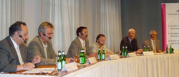 Nawid Goudarzi, Rundfunk Berlin-Brandenburg; Klaus Hofmann, VPRT e.V. (Pro7/SAT1); Sascha Bakarinow, Medienanstalt Berlin-Brandenburg; Rainer Bücken, Journalist; Bernd Heimermann, T-Systems Media & Broadcast; Moderator: Alfred Eichhorn, Inforadio (v.l.)