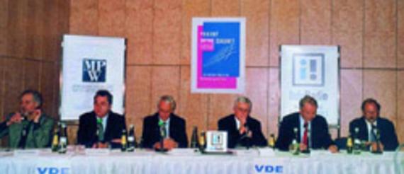 Georg Rückriem, Jörg Eberspächer, Uwe Thomas, Moderator Alfred Eichhorn, Jörg Menno Harms, Prof. Dr. Bernd Mahr (v.l.)