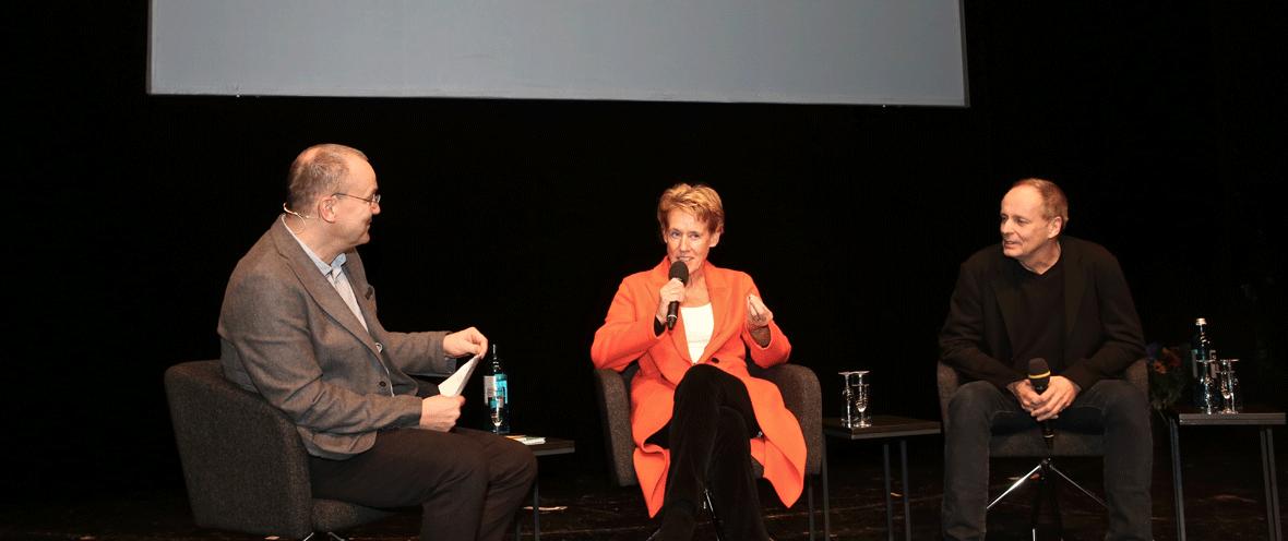 Moderator Knut Elstermann (l.) mit Dagmar Engel und Andreas Rostek von edition.fotoTAPETA © Gundula Giese